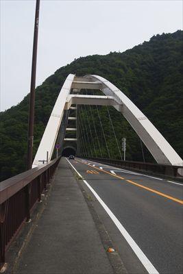この橋(大棚沢橋)を渡ると・・...