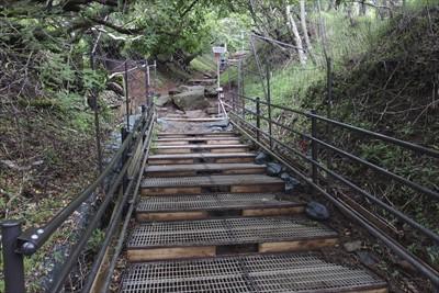 グレーチング階段を越えて・・・...