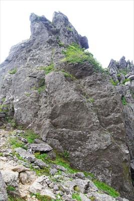 大きな岩がある。下山ルートから...