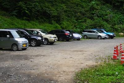 島々林道の駐車スペースに到着。...