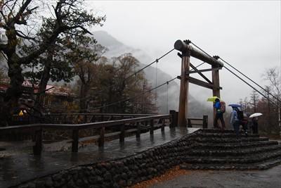 河童橋。岳沢も真っ白・・・。...