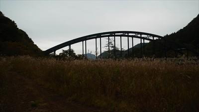あとはあの橋の脇にゲートがある...