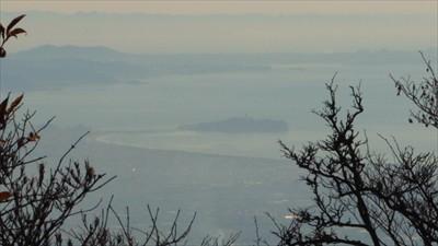 こっちは江ノ島。その奥には三浦...