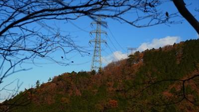 右側に新多摩線13号鉄塔が見え...