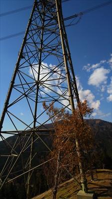 春岳山から15分程度で11号鉄...