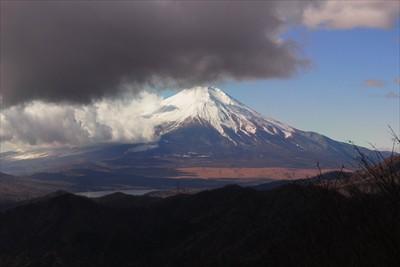 ぎりぎり富士山が見えるけど、上...