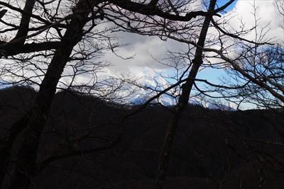 途中で振り返ると大きな富士山が...