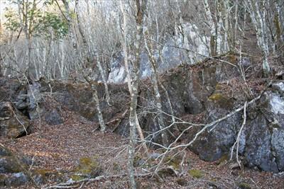 昔の石切り場と言われている所。...