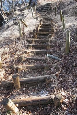 古い階段を登る。...