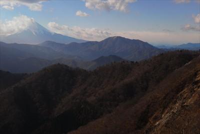 富士山が雲に包まれてゆく。...