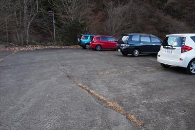 駐車場到着。車が増えてる・・・...