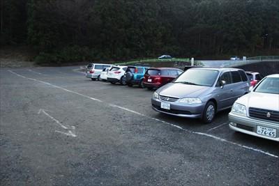 薬王院の駐車場に車を駐めて出発...