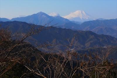 富士山。手前の左寄りのピークが...