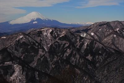 山頂の西側の風景。...