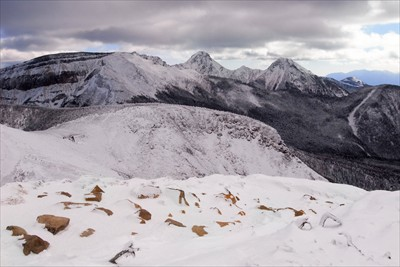 中央のピークが赤岳、右寄りが阿...