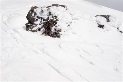 上の写真の大岩とは別の大岩。こ...