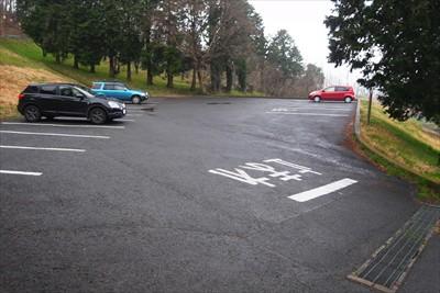 駐車場には自分の車の他には2台...