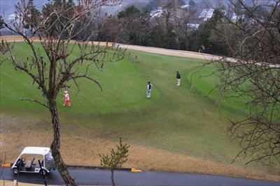すぐ下にゴルフ場。...