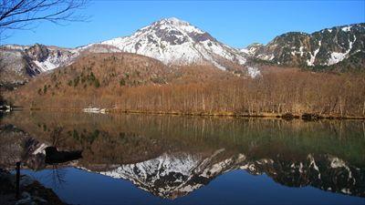 大正池からの焼岳。...