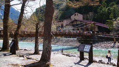 河童橋到着。さすがにたくさんの...