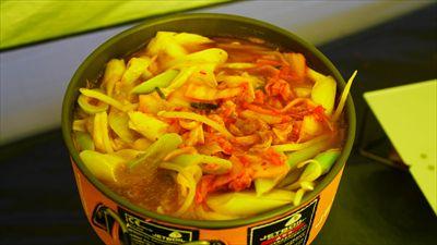 夕食。いつものキムチ鍋うどん。...