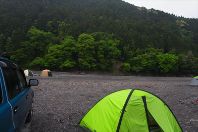夜半から降りだした雨は、朝起き...