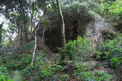 この辺りは巨岩が多い。...