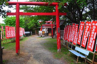 京都の伏見神社とは比べようもな...