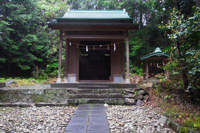 ・・・熊野神社の脇から・・・...
