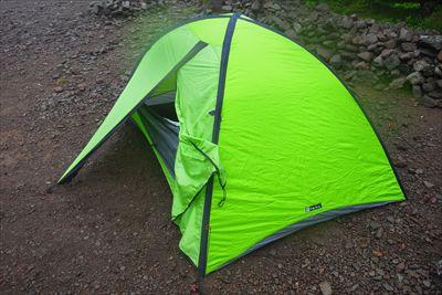早速テントを張る。...