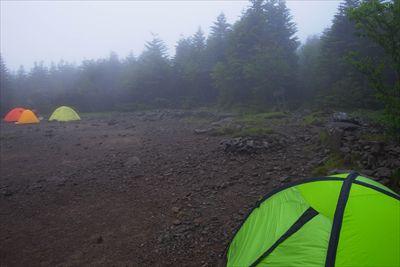 周りのテントもそろそろ出発する...