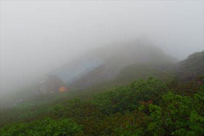 山頂を踏んだら、この後天気の回...