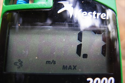 とりあえず、風速を測る。微風程...