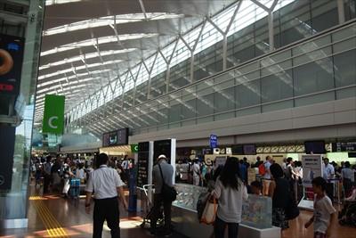 羽田空港到着。飛行機の出発時間...