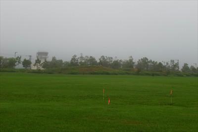 ・・・右手に管制塔が見える。中...