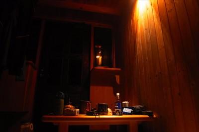 トレイラーハウス内では照明が点...