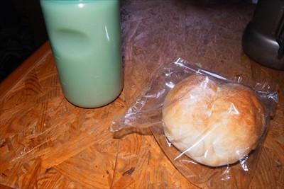 朝食。昨日自然解凍しておいたパ...