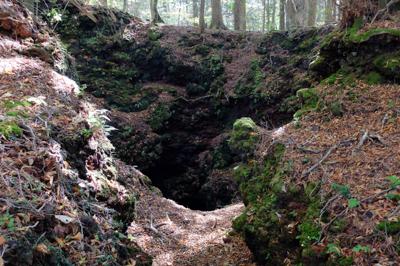 んで、これが穴。結構深い竪穴に...