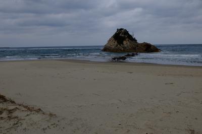 ・・・砂浜に出る。...