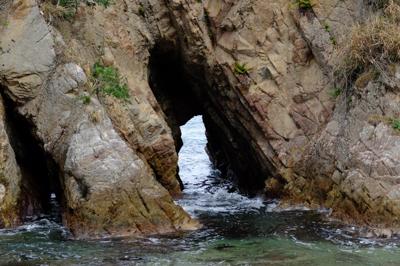 トンネル岩・・・。...