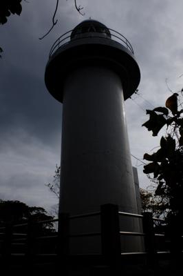 ・・・灯台がある。結構ギリギリ...