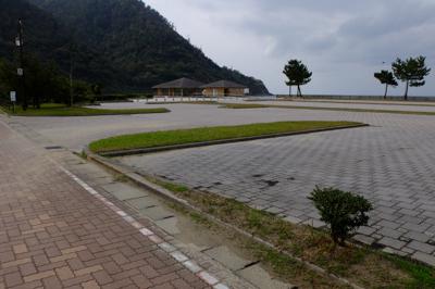 少し進むと大谷海岸の駐車場があ...