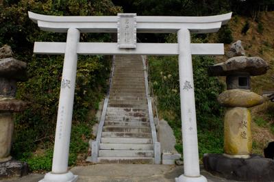 岩戸神社。階段がハンパねぇ角度...