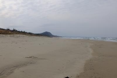 ひたすらの砂浜歩き・・・。...