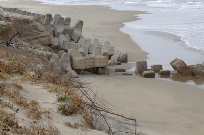 砂浜が狭くなっているところもあ...