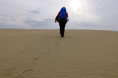 砂丘を歩く・・・。イメージでは...