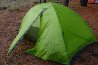 なんとかテントは立ったけど、1...