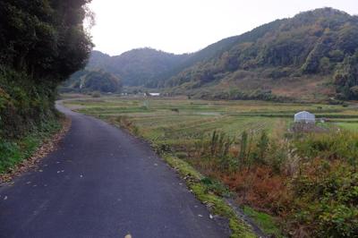 日本の原風景のような景色の中を...