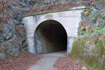 山の神隧道入口。...