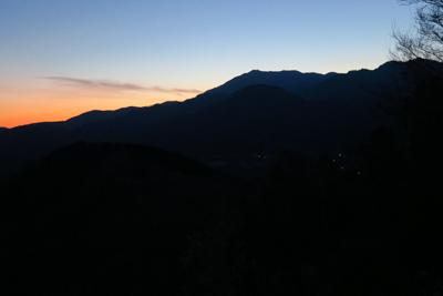 反対方向は、大山のシルエット・...